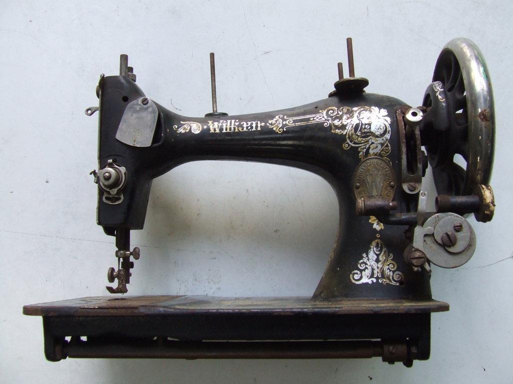 Oggetti d 39 epoca articoli vintage illuminazione a led for Macchine da cucire singer modelli